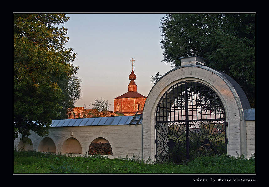 "photo ""Monastic gate"" tags: architecture, landscape, sunset"