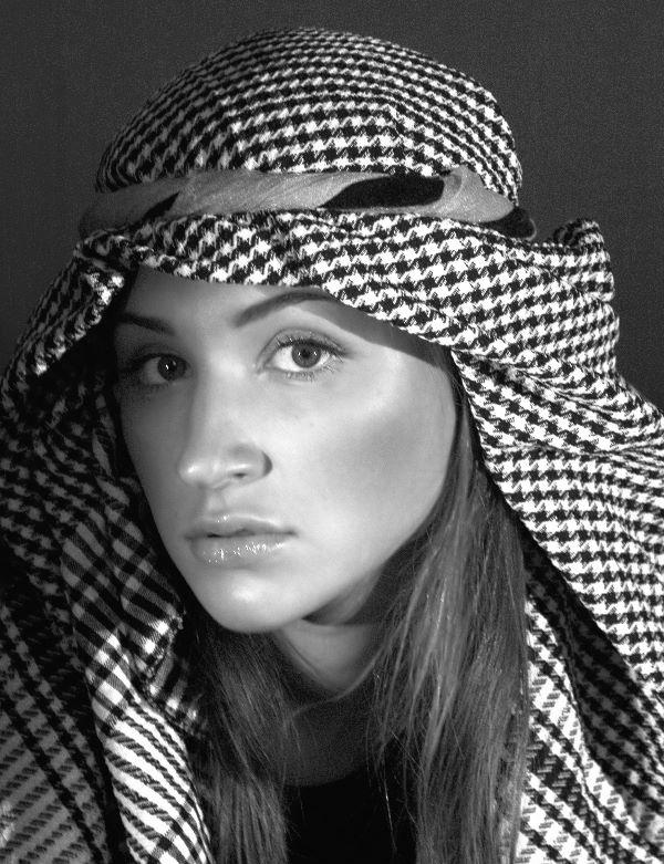 "photo ""+++"" tags: portrait, black&white, woman"