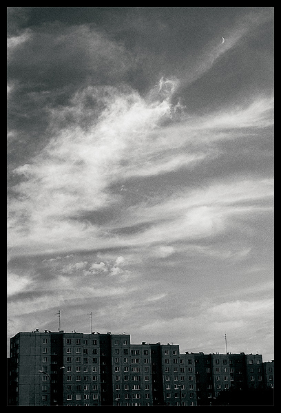"photo ""slums clouds"" tags: landscape, architecture, clouds"