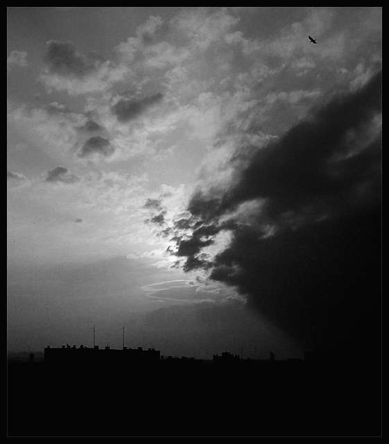 "photo ""slums attack"" tags: landscape, black&white, clouds"