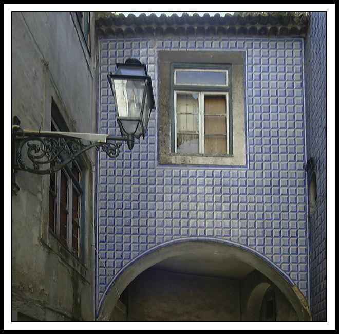 "photo ""Alfama 4 - The street lamp"" tags: architecture, landscape,"