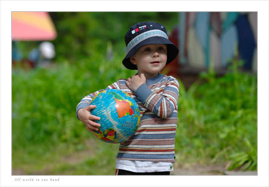 "photo ""All world in one hand"" tags: portrait, children"