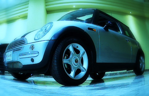 "photo ""autoshow"" tags: reporting, montage,"