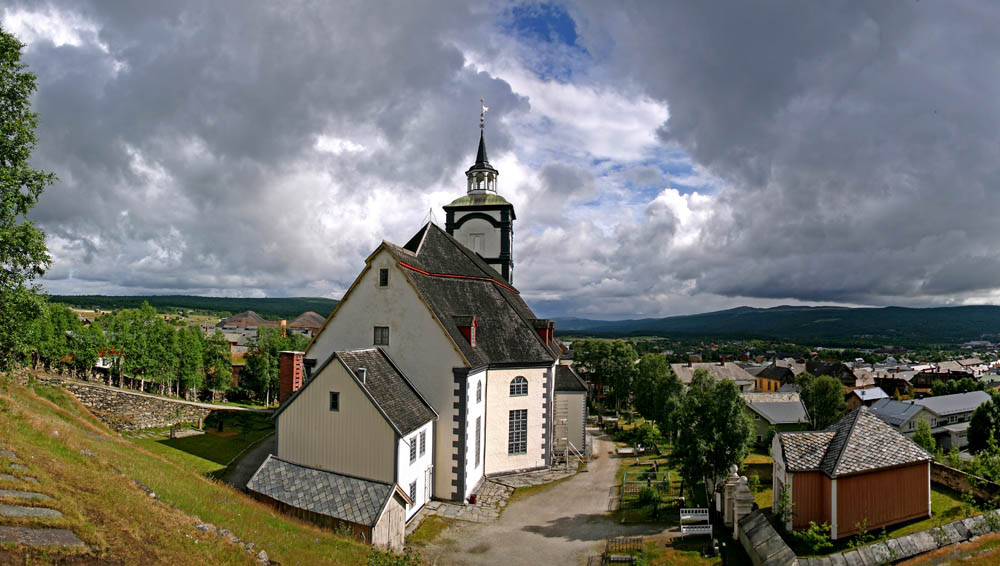 "photo ""The church of Roeros"" tags: landscape, mountains"