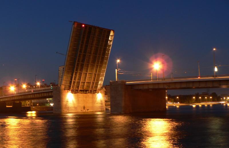 """photo """"(un)Bridge"""" tags: architecture, landscape, night"""
