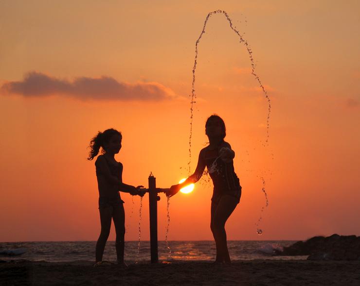 "photo ""Little girls"" tags: genre, landscape, sunset"