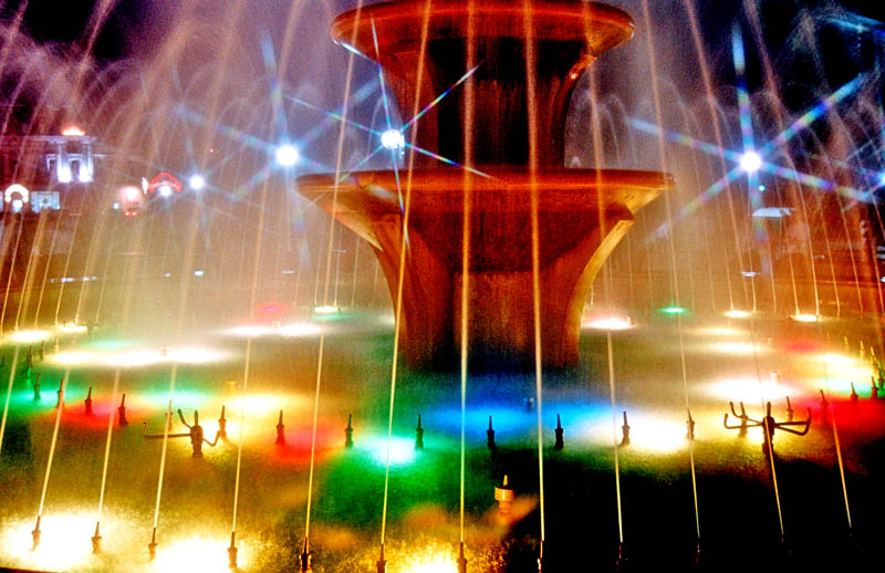 "photo ""Nihgt fountain"" tags: misc.,"