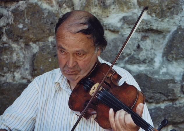 "photo ""violin"" tags: portrait, reporting, man"