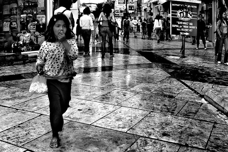 "photo ""The little girl"" tags: genre, black&white,"