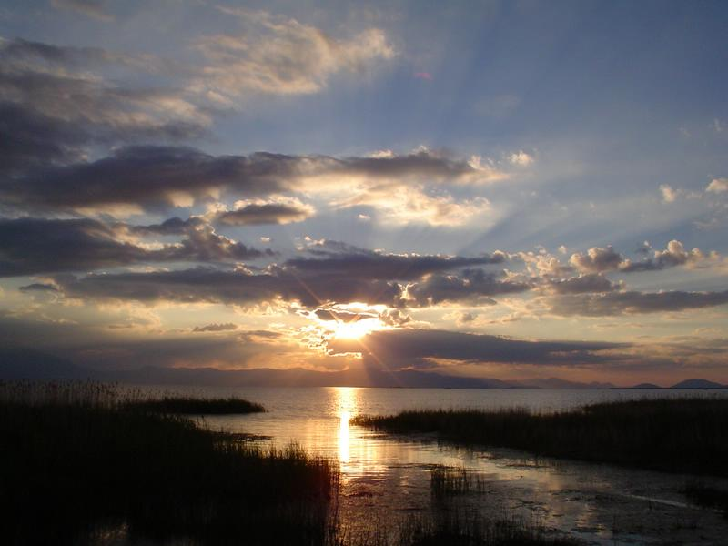 "photo ""sundown"" tags: landscape, sunset, water"