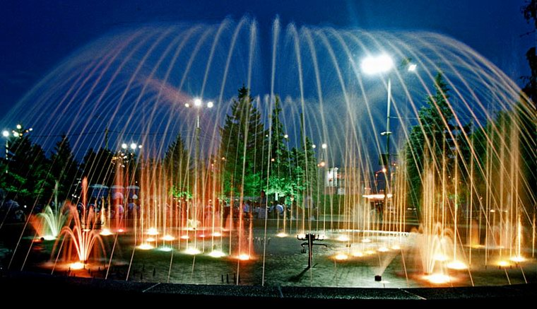 """photo """"Under fountain's dome"""" tags: travel, landscape, Asia, night"""