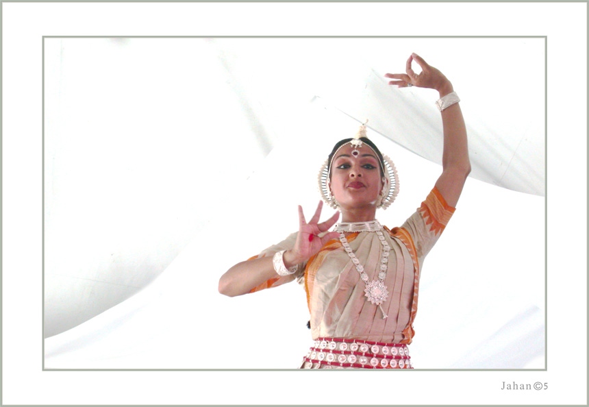 "photo ""Indian Dance Ensemble- 2"" tags: portrait, reporting, woman"