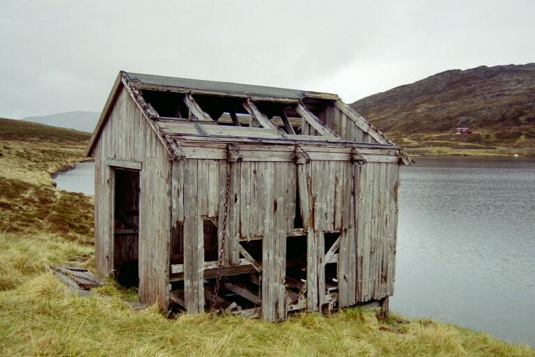 """photo """"Hut at lake"""" tags: travel, Europe"""