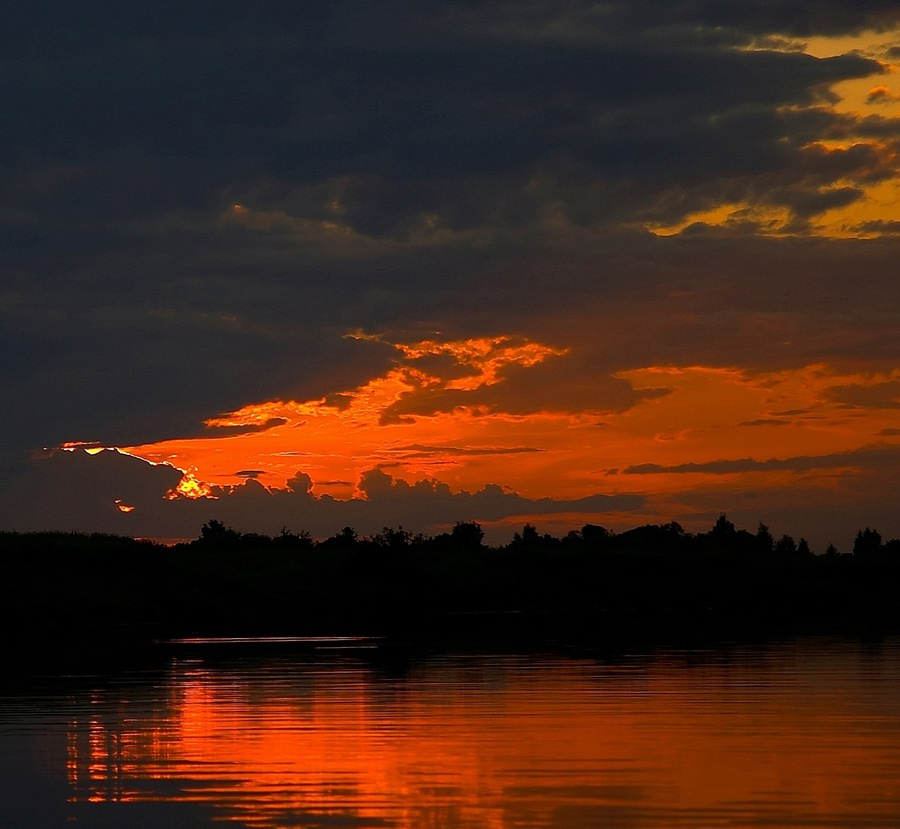 """photo """"Layers 2"""" tags: landscape, night, sunset"""