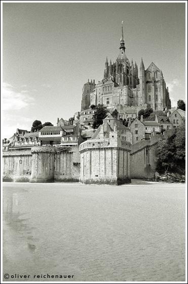 "фото ""Le Mont Saint Michel aux portes de la Bretagne (3)"" метки: архитектура, черно-белые, пейзаж,"