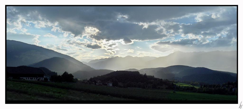 "photo ""sunrain"" tags: landscape, sunset"