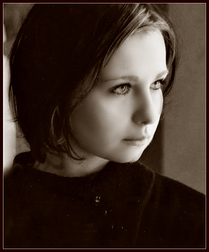 "photo ""Selfportret"" tags: portrait, old-time, woman"