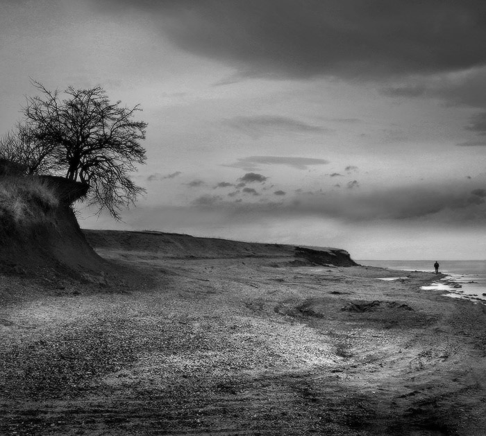 "photo ""On edge"" tags: black&white, landscape,"