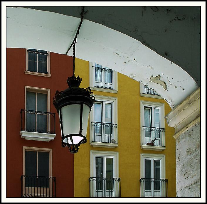 """photo """"The split lamp"""" tags: architecture, landscape,"""