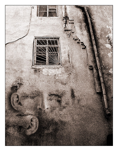 "photo ""The Wall with ears"" tags: black&white, genre,"