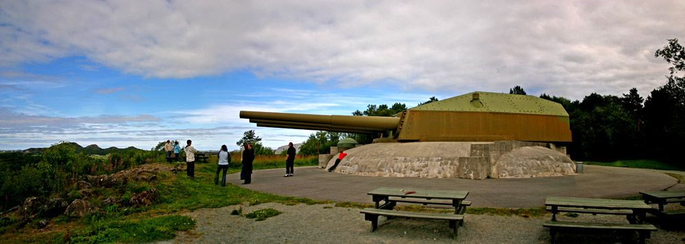 "photo ""World WarII canons from the battleship Gneisenau"" tags: reporting,"