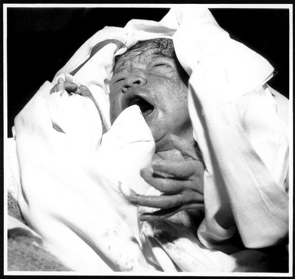 "photo ""childbirth"" tags: portrait, black&white, children"
