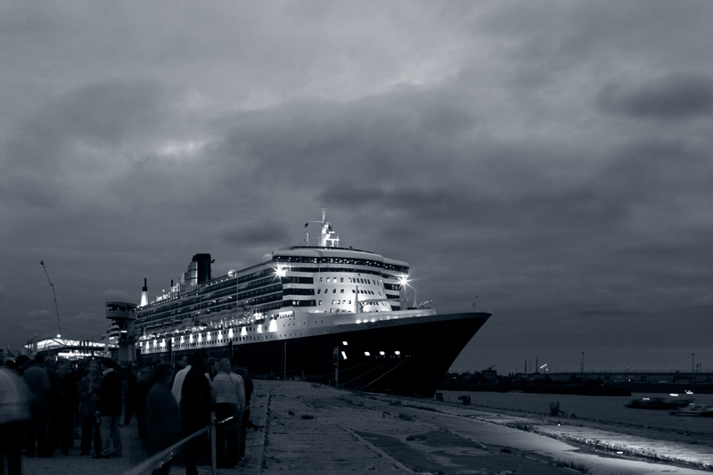 "photo ""Still the largest"" tags: black&white, travel,"