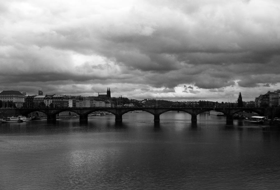 "photo ""Prag"" tags: black&white, architecture, landscape,"