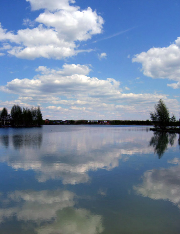 "photo ""lake and clouds"" tags: landscape, clouds, water"
