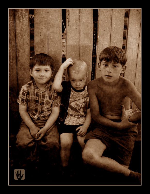 "photo ""Brothers"" tags: misc., portrait, children"