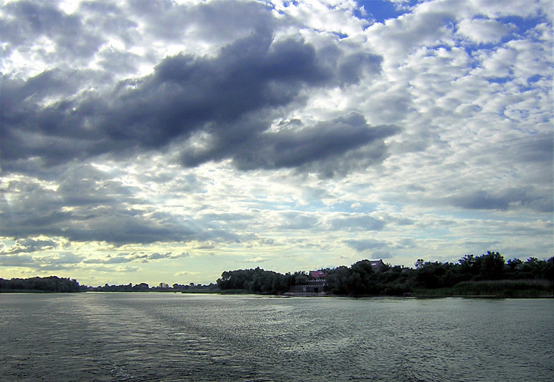 "photo ""The river and the sky"" tags: landscape, clouds, water"