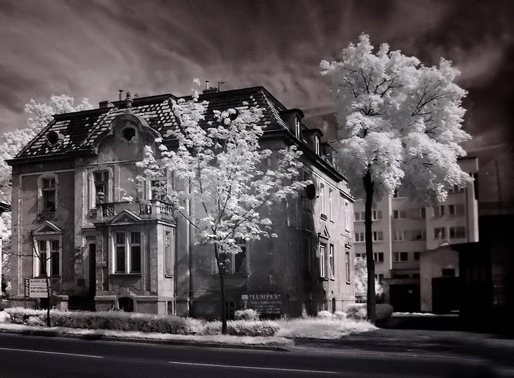 "photo ""haunted"" tags: architecture, landscape,"