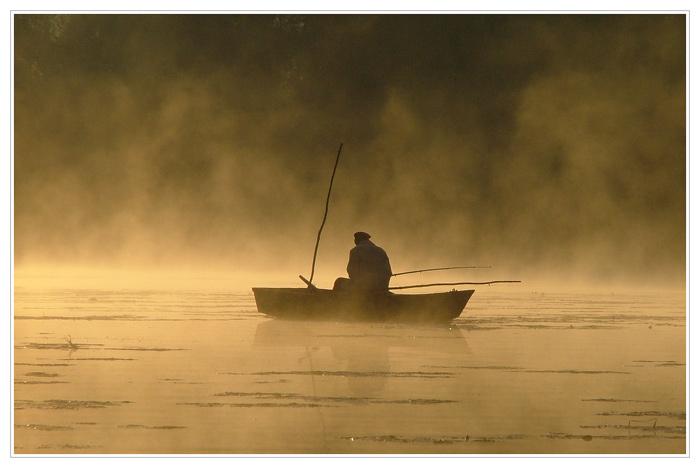 моря реки озера и рыбак