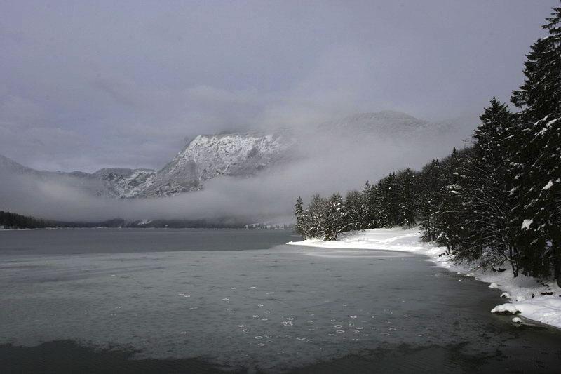 "photo ""Mountain lake"" tags: landscape, mountains, winter"