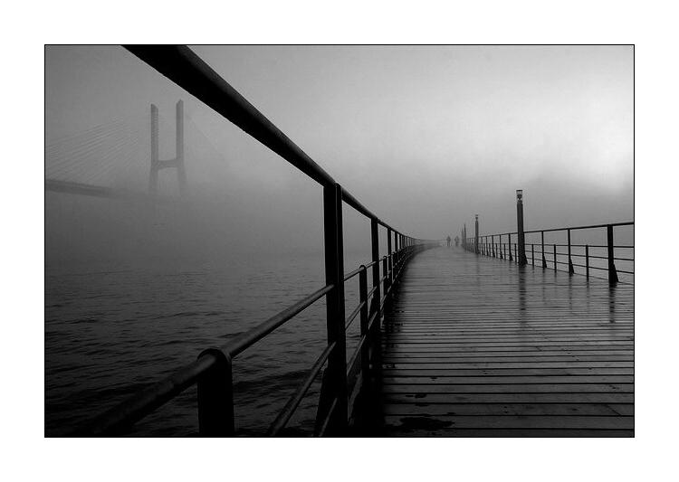 "photo ""At sunrise"" tags: black&white, architecture, landscape,"