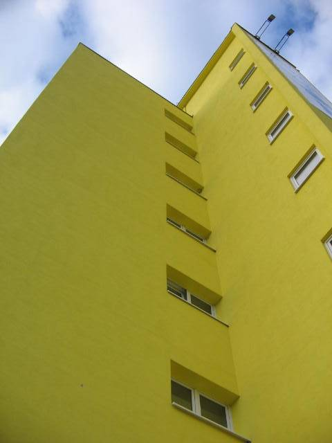 "photo ""Yellow."" tags: travel, Europe"