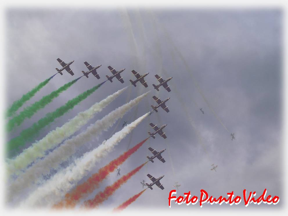 "photo ""frecce tricolore"" tags: reporting, misc.,"