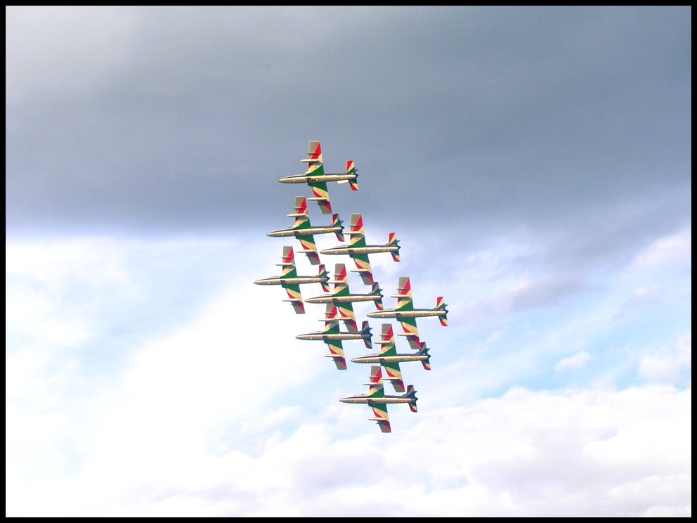"photo ""frecce tricolore 2004"" tags: reporting, misc.,"