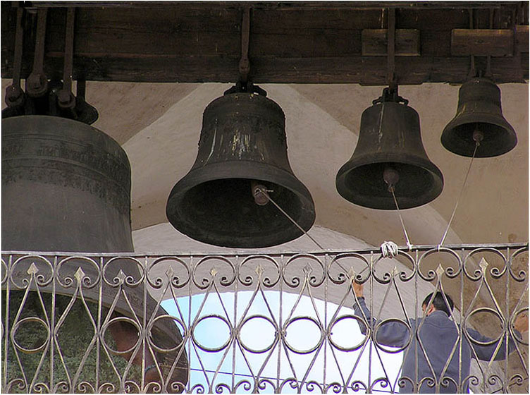 "photo ""Call, the bell ringer, today a holiday!!!"" tags: reporting,"
