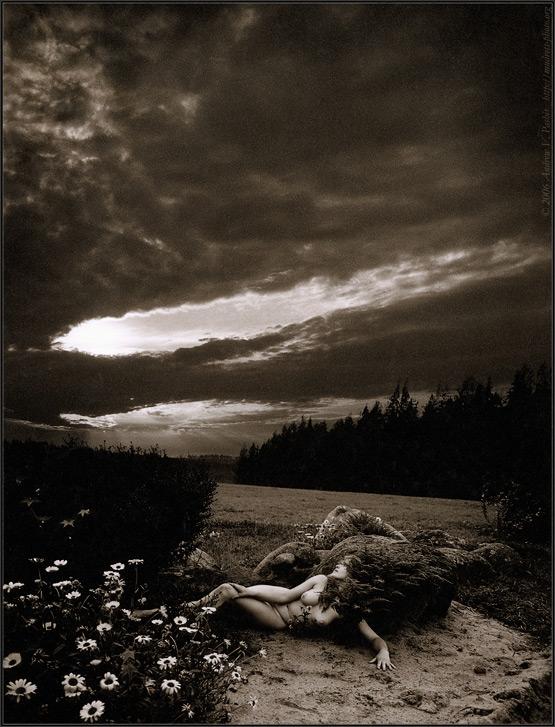 "фото ""Demoniacal Lady in a Sunshine of the Solar Eclipse"" метки: ню,"