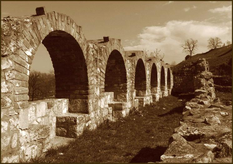 "photo ""Lost grave"" tags: architecture, landscape,"