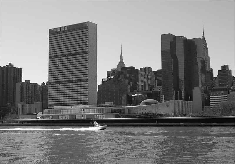 "photo ""United Nations"" tags: architecture, black&white, landscape,"
