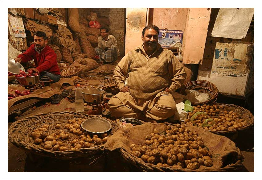 """photo """"The seller of a potato"""" tags: travel, genre, Asia"""