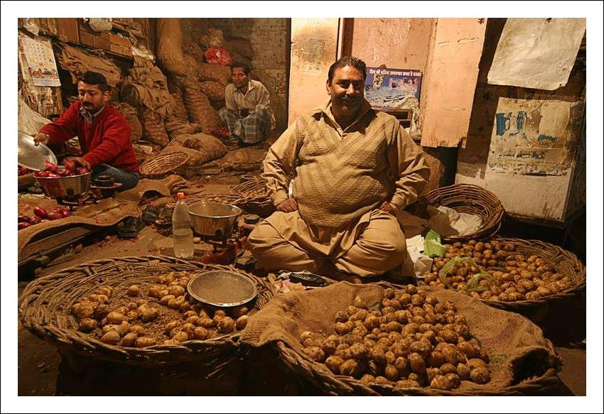 "фото ""Продавец картофеля"" метки: путешествия, жанр, Азия"