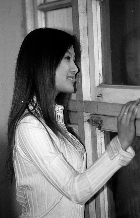 "photo ""girl & windows"" tags: portrait, black&white, woman"