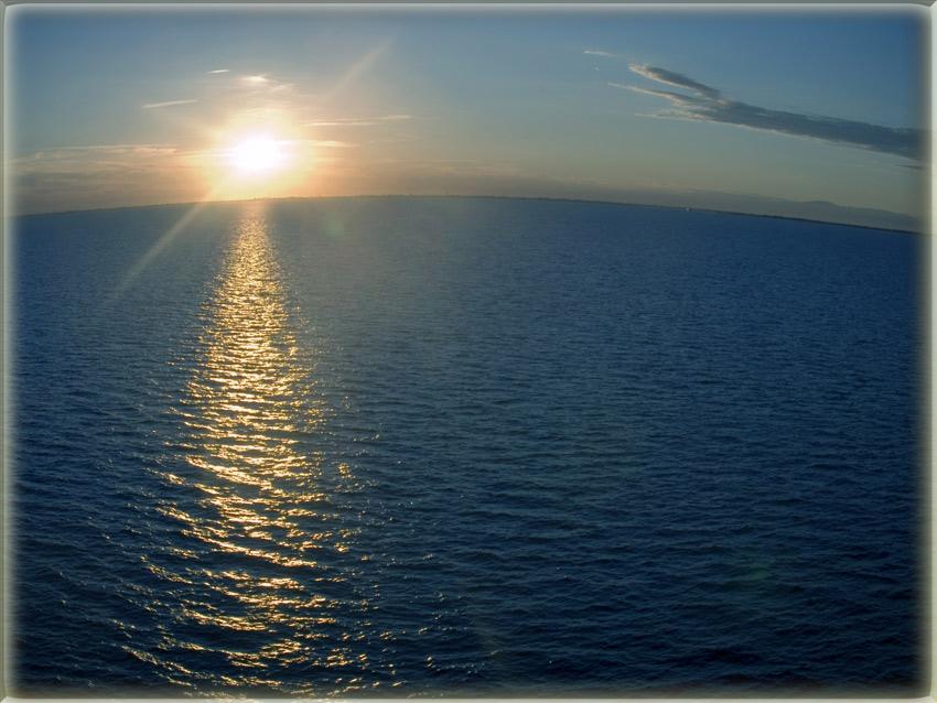 "photo ""Who said that the horizon is horizontal?"" tags: ,"
