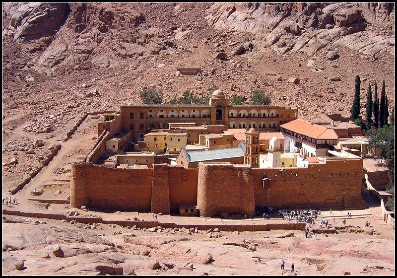 "photo ""Sacred Ekaterina's monastery. Egypt."" tags: architecture, landscape, mountains"