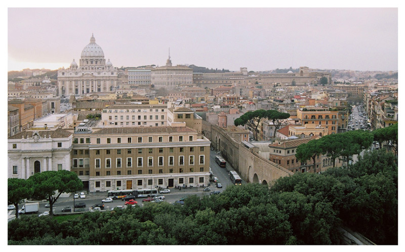 "photo ""Pini presso il Passetto di Borgo (il corridoio del Vaticano)"" tags: architecture, travel, landscape, Europe"