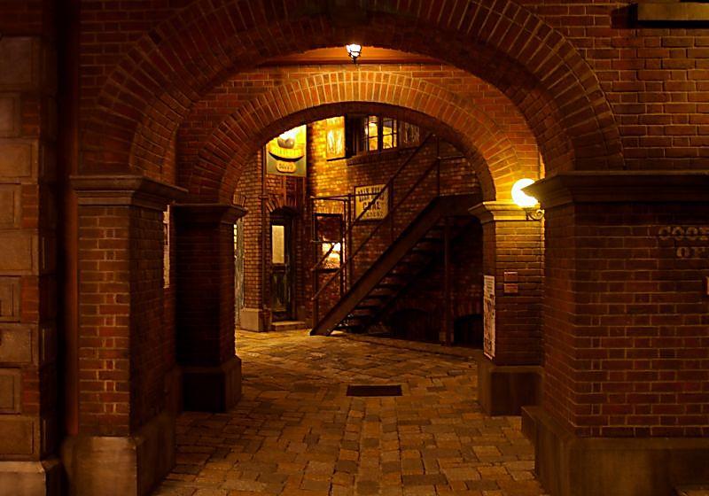 """фото """"Walking The Brick Str."""" метки: ,"""