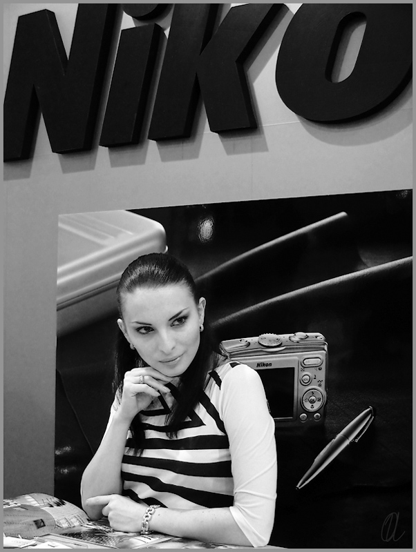 "фото ""Хозяйка стенда Nikon"" метки: портрет, гламур, женщина"